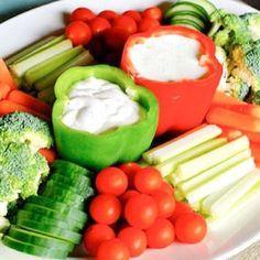 Use bell peppers to hold vegetable dips on your veggie tray. Receitas Gostosas – Yemek Tarifleri – Resimli ve Videolu Yemek Tarifleri Healthy Snacks, Healthy Eating, Healthy Recipes, Clean Eating, Healthy Birthday Snacks, Birthday Food Ideas, Healthy Plate, Birthday Bbq, Healthy Brunch