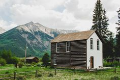 Mr and Mrs Globe Trot: Colorado Road Trip Twin Lakes Colorado, Road Trip To Colorado, Colorado Homes, Types Of Houses, Dog Houses, Country Life, Building A House, Around The Worlds, 1