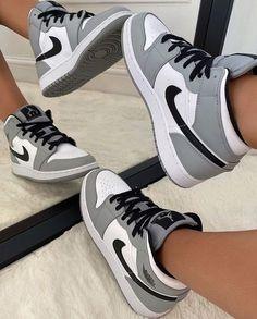 Jordan Shoes Girls, Girls Shoes, Retro Jordan Shoes, Sneakers For Girls, Nike Shoes For Women, Nike Jordans Women, Retro Nike Shoes, Cool Nike Shoes, Cute Running Shoes