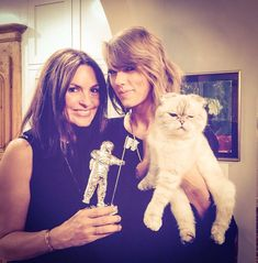 """"""" therealmariskahargitay: #SorryLiv, I hate to take away your chew toy, but#ThisMoonMan is #ThisOliviaBenson's. And remember,#UsLivsGottaStickTogether, so#LivYourLife. Oh, and #ThankYou@TaylorSwift...."""