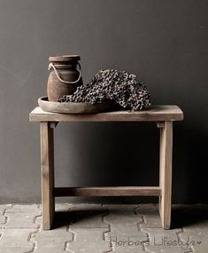 Houten Kruk/Bankje Living Spaces, Living Room, Cottage Farmhouse, Wooden Stools, Recycled Furniture, Sober, Rustic Style, Entryway Tables, Home And Garden
