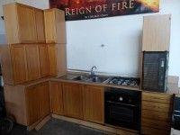 Cucina completa di elettrodomestici: fornello a gas, forno, cappa (manca solo i frigorifero).  Valore commerciale 350€, offerta libera.