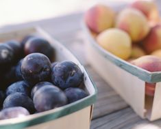 Freezing is the easiest way to save the great flavors of ripe in-season fruit to enjoy later in the year, see how with this guide.
