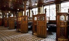 The Crown Liquor Saloon or Crown Bar in Belfast is one of the most beautiful pubs in Ireland, and one of the most traditional. Irish Pub Interior, Irish Pub Decor, Bar Interior, Ireland Pubs, Belfast Ireland, Ireland Travel, Pub Design, Café Bar, Pub Bar