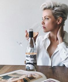 Remember to stop and smell the rosé 🌹Especially when it's filled with aromas of lilac, guava and passion fruit. I was recently introduced… Pixie Hairstyles, Pixie Haircut, Cool Hairstyles, Haircuts, Short Grey Hair, Short Hair Cuts, Hair Inspo, Hair Inspiration, Pelo Pixie