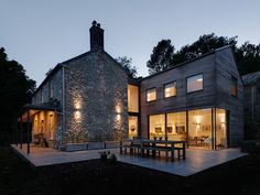 van Ellen + Sheryn architects' refurbishment and extension of Georgian cottage in Dartmoor, Devon. Two mirrored volumes sit either side of a glazed hallway. Larch Cladding, House Cladding, House Outer Design, House Design, Grand Designs Houses, Zinc Roof, Cottage Extension, Woodland House, Contemporary Patio