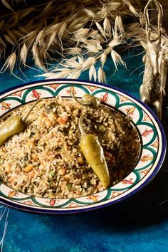 Rouz jerbi is a Tunisian dish prepared with rice, which includes various vegetables, meats, spices and herbs, that can change according to the seasons. Tunisia Recipe, Chefs, Tunisian Food, Spices And Herbs, Middle Eastern Recipes, Main Dishes, Traditional, Meat, Cooking