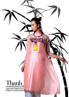 Ao dai Vietnam 2014 - Van Mieu. Hanoi -  Designer: Quang Nhat  - Photo: Canon Nguyen - Model: Thanh Thuy
