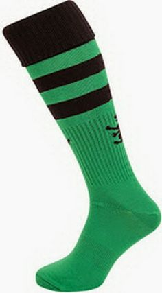 these are some football calsetas either player or wear comfortable elastic fabric are green with black reach the knees and grab that will not scrape both feet