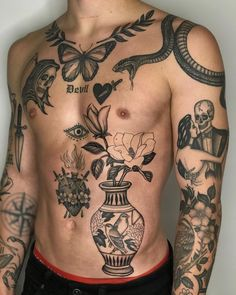 Discovered by 🎠. Find images and videos about Tattoos and men on We Heart It - the app to get lost in what you love. Torso Tattoos, Stomach Tattoos, Boy Tattoos, Hand Tattoos, Sleeve Tattoos, Tatoos, Abdomen Tattoo, Retro Tattoos, Rebellen Tattoo
