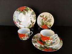 "Limoges, Bill Goldsmith Designer, Christmas breakfast service ""Poinsettia"" for 2. - Catawiki"
