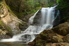 Moss Glen Falls in Putnam State Forest is a stunning 125 foot drop with plunge, horsetail and a fan shapes. A 10 minute hike will give you an easy trek to view from the middle viewpoint.