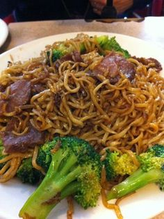 chow mein w/ broccoli