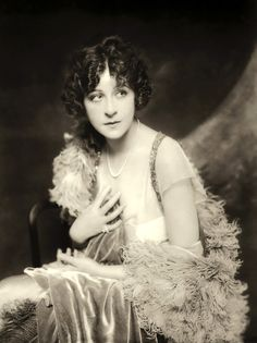 Ziegfeld Girl ~ Fanny Brice ~ (1891 – 1951). Performed in the Ziegfeld Follies of 1910, 1911, 1916, 1917, 1920, 1921, 1923, 1924, 1934, and 1936. http://en.wikipedia.org/wiki/Fanny_Brice