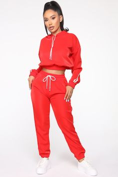 Tennis Glam Set - Red/White - The best fashion types in the world fashionlife Swag Outfits, Stylish Outfits, Cute Outfits, Fashion Outfits, Jogging Nike, Red And White Outfits, Concept Clothing, Joggers Outfit, Sweatpants