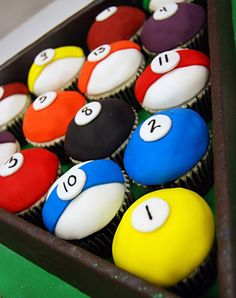 for pool game lover, here's a pool cupcakes. looks superb and amazing. like our page, also invite your friends to like our page & share posts on: http://pinterest.com/travelfoxcom/pins/