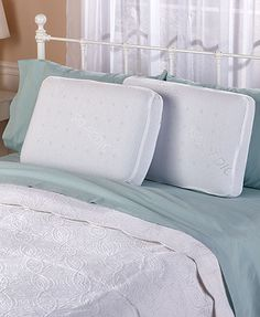 This Iso-Pedic Cooling Memory Foam Pillow is ideal for back and side sleepers. It's gusseted for maximum support and features ultra-hygienic fabric that elimina