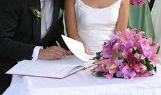 O primeiro passo foi iniciar o pedido de habilitação e levar os documentos para o casamento civil. Os noivos devem sempre escolher um cartório que seja mais