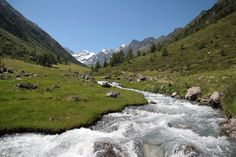 Wandern in Tirol auf einsamen Wegen