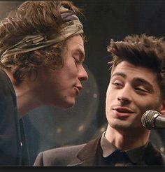 One of the best zarry pictures Harry Styles, Harry Edward Styles, Zayn One Direction, Dark Harry, 5 Best Friends, New Friendship, 1d And 5sos, Greatest Songs, Boyfriends