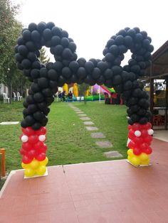 Arco globos cumple Mickey Mouse                                                                                                                                                      Más                                                                                                                                                     Más