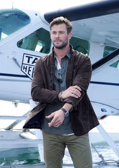 """ICYMI: """"Chris Hemsworth promoted TAG Heuer in Sydney & looked nice"""" links Hot Actors, Actors & Actresses, Avengers Series, Marvel Avengers, Snowwhite And The Huntsman, Hemsworth Brothers, Chris Hemsworth Thor, People Magazine, Hollywood Actor"""