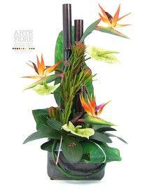 Composizione di fiori artificiali con peonie in tronco di for Composizioni fiori finti per arredamento