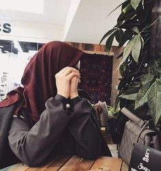 I don't have an attitude! I have a personality you can't handle! Casual Hijab Outfit, Hijab Chic, Niqab Fashion, Muslim Fashion, Hijabi Girl, Girl Hijab, Muslim Girls, Muslim Women, Hijab Hipster