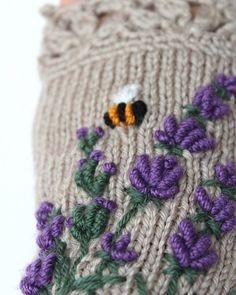 Fingerlose Handschuhe Lavendel Bienen von nbGlovesAndMittens