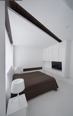 Interior: White Luxury Master Bedroom Contains White Bed With Tufted Headboard And Brown Bed Cover Also Modern White Table Lamp And White Sheer Curtains Design Ideas: Dramatic All-White Apartment Renovation in Moscow by Vladimir Malashonok White Apartment, Minimalist Apartment, Minimalist Bedroom, White Bedroom Decor, Bedroom Colors, Modern Bedroom, Bedroom Ideas, Brown Bed Covers, Warm Paint Colors