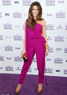 Who made Kate Beckinsale's pink one shoulder jumpsuit, jewelry and nude pumps that she wore in Santa Monica on February Jumpsuit – Diane von Furstenberg Shoes – Christian Louboutin Jewelry – Lorraine Schwartz Purse – Gucci Kate Beckinsale, Peep Toes, Estilo Glamour, Lorraine Schwartz, Winter Typ, One Shoulder Jumpsuit, Spirit Awards, Looks Chic, Celebs