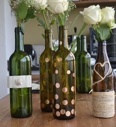 Reciclagem de garrafas de vinho: arranjos com flores.