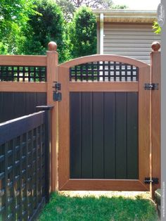 black and wood grain pvc vinyl accent gate with lattice from illusions fence