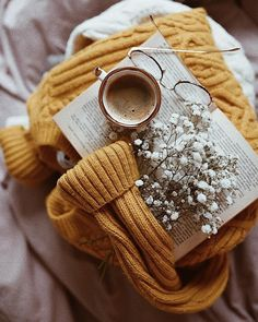 Image about fashion in autumn🍁 by Gayane on We Heart It Cozy Aesthetic, Autumn Aesthetic, Flower Aesthetic, Aesthetic Photo, Aesthetic Pictures, Flat Lay Photography, Book Photography, Tableaux D'inspiration, Autumn Cozy