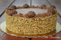 SÜTIK BIRODALMA: Ferrero Rocher torta Hungarian Desserts, Hungarian Recipes, Sweets Recipes, Cookie Recipes, Torte Recepti, Waffle Cake, Torte Cake, Croatian Recipes, Chocolate Recipes