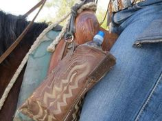 Got some old boots hanging around? Neat idea to repurpose old boots! Old Cowboy Boots, Old Boots, Cowgirl Tuff, Leather Stamps, Leather Gifts, Leather Bags, Cowboy Boot Crafts, Sewing Leather, Leather Crafting