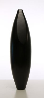vaso in legno nero. diametro max cm.15xh.64.