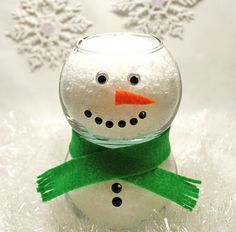 Uses mini fish bowls, some felt, googley eyes and adhesive gems to create this adorable little snowman centerpiece.