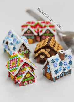 PetitPlat Miniatures by Stephanie Kilgast: Miniature Gingerbread Houses - Maisons en Pain d'Epices
