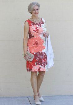 women's fashion over 50 dresses 60 Fashion, Mature Fashion, Older Women Fashion, Over 50 Womens Fashion, Fashion Over 50, Fashion Dresses, Fashion Looks, Casual Dresses, Summer Dresses