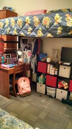 Ideas-Diy-College-Dorm-Room-On-A-Budget/ college dorm storage, dorm room st Dorm Room Storage, Dorm Room Organization, Organization Ideas, Storage Ideas, College Backpack Organization, Dorm Room Closet, Storage Design, Storage Bins, Closet Interior