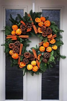 If you're ready to kick winter to the curb and start looking for the perfect spring wreath for your front door, I've searched high and low and gathered together my ten favorites! From spring wreath… Christmas Door Wreaths, Noel Christmas, Winter Christmas, Christmas Crafts, Christmas 2017, Christmas Oranges, Christmas Reef, Tropical Christmas, Christmas Garden