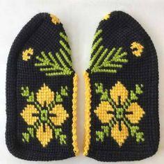 Der Neuen Besten : Fancy Spring Flower Fibre Pattern Making - Damesmode online Knitted Slippers, Knitted Hats, Tunisian Crochet, Knit Crochet, Fancy, Crochet Shoes, Baby Knitting Patterns, Baby Booties, Knitting Socks