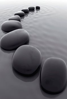 #Stones in Water - pierres, galets noirs