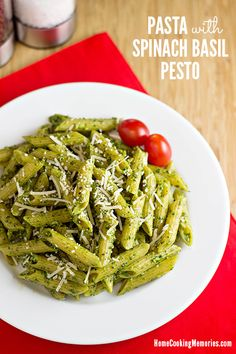 Pasta with Spinach Pesto Sauce -- 15 minutes (or less) is all you'll need to make this easy dinner idea. #15MinuteSuppers #vegetarian
