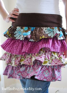 Craftaholics Anonymous® | ruffled apron pattern  If it had a top part to it, it would be amazing