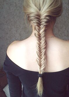How to create a fishtail plait -  for more fashion tips visit www.vanillaandcheese.co.uk
