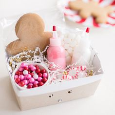 Simple little squeeze bottles have so many uses - icing for cookies or gingerbread houses, flavored syrups for a coffee bar, or even craft projects   Shop Sweet Lulu