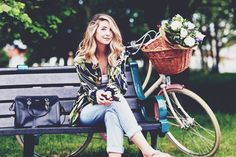 Zoe Sugg aka Zoella in floral spring outfit. Zoella Outfits, Cute Outfits, Rapunzel, Zoella Style, Zoe Sugg, Celebs, Celebrities, S Girls, Woman Crush