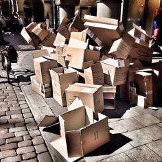 #Münster #Wegwerfgesellschaft #Kartonskulptur #Prinzipalmarkt
